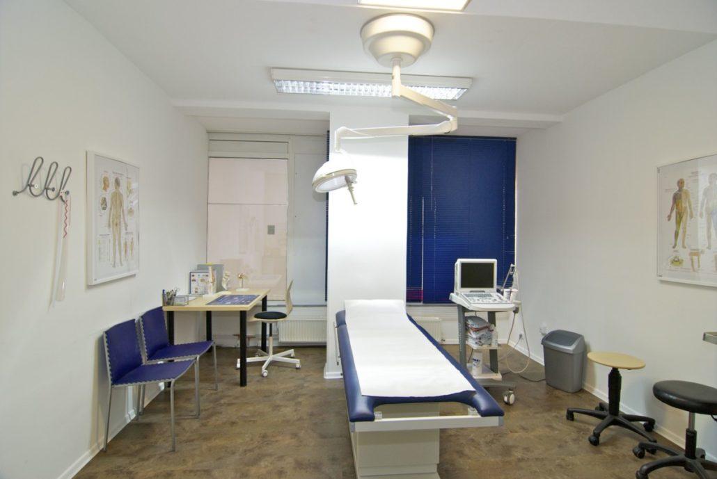 Behandlungsraum Praxis Dr. Scherenberg Neustadt